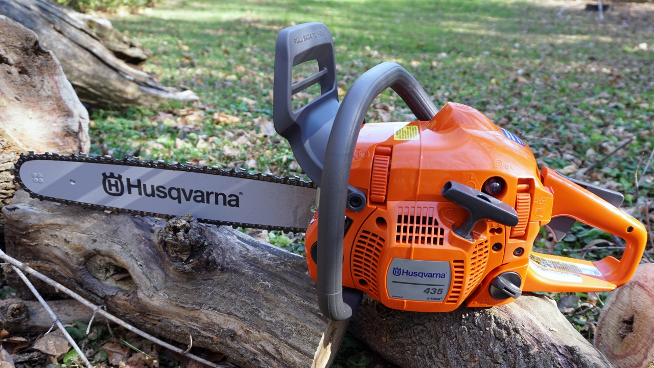 Husqvarna 435 vs 240 soldieroftheroad whats great in husqvarna 435 is how the company designed the ease of use it is created with well designed rear handle and a soft inlay for extra comfort greentooth Choice Image